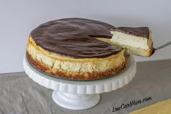 gluten-free-low-carb-boston-cream-cheesecake-sliced-600x400