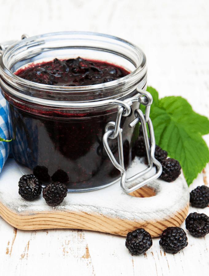 Low carb chia blackberry jam FI
