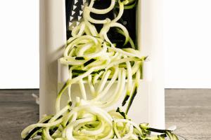 Maink zucchini noodles
