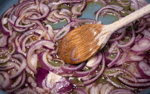 Suateed onions