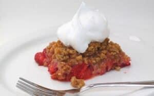 Keto Strawberry Rhubarb Crisp Post Images (5)